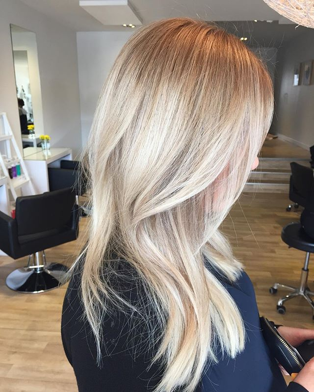 Cannot stop staring at this blonde by our talented Anna.. These tones just fall…