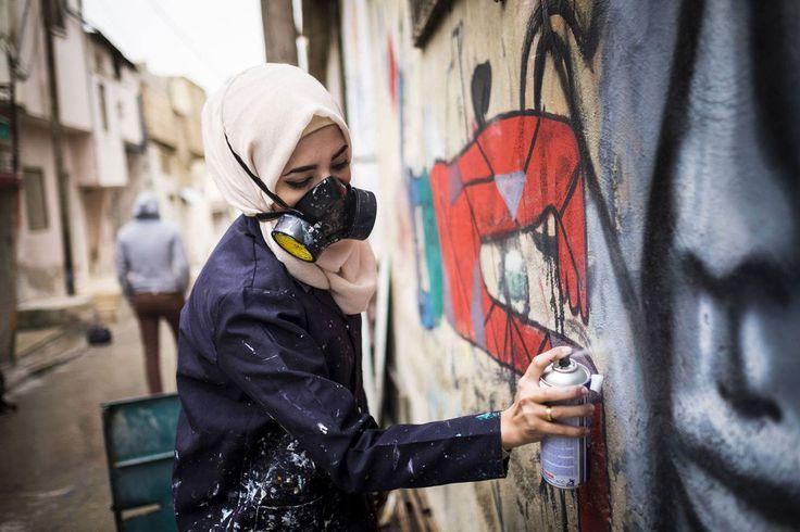 Mujeres y arte en los muros árabes, como la grafitera Laila Ajjawi - Mujeres y arte en los muros árabes