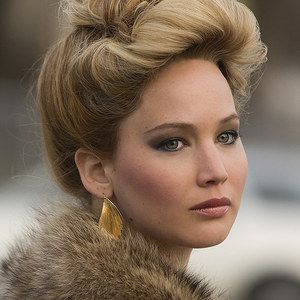 American Hustle TV Spot 'Biggest Hustle' -- Jennifer Lawrence goes on the prowl for free drinks in this new footage. David O. Lawrence's drama debuts in limited release December 13th -- http://wtch.it/IPPXZ