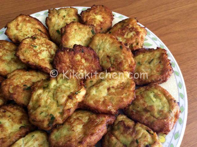 Le frittelle di cavolfiore sono un secondo piatto vegetariano oppure un goloso contorno a base di cavolfiore viola o bianco.