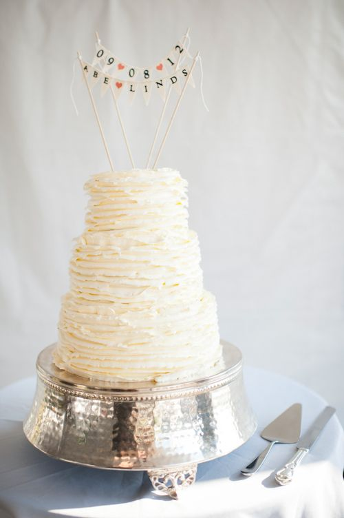 Stunning wedding cake by Felicitations, photos by Laurel McConnell Photography | junebugweddings.com