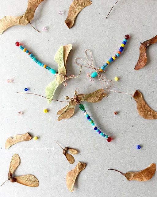 Im Sommer basteln – Bunte Libellen mit Ahornflügeln