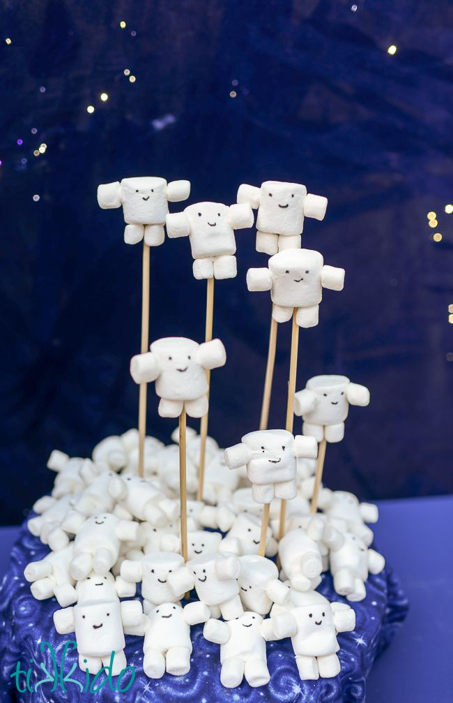 Easy Adipose Marshmallow Treats Tutorial from the Doctor Who Party | Tikkido.com