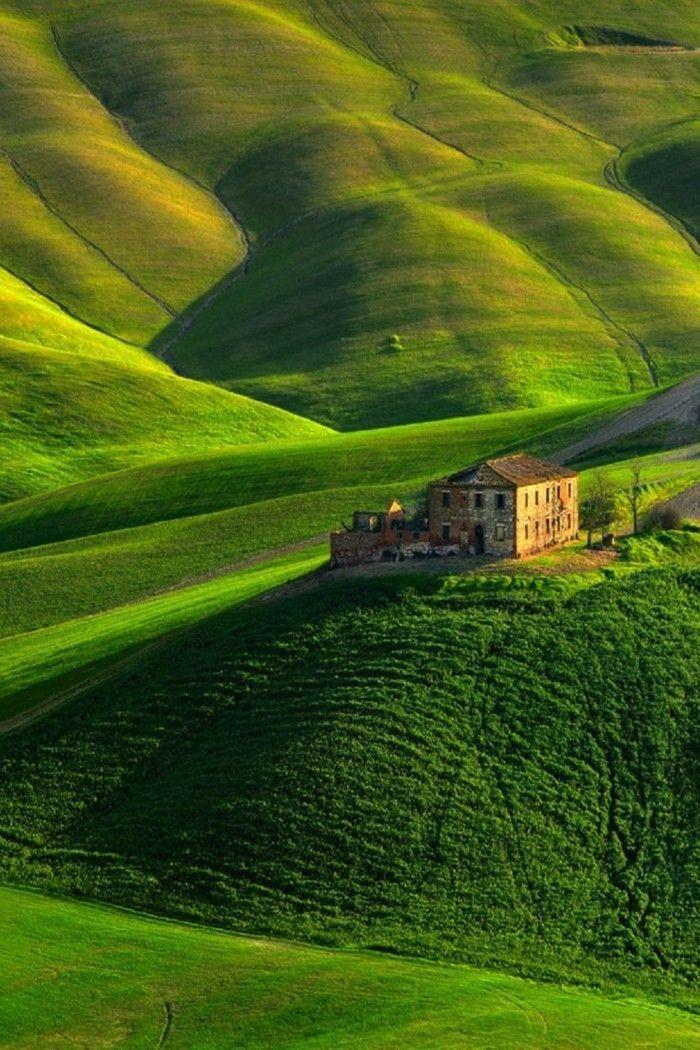 um die Toskana, das toskanische Mieten, den toskanischen Agritourismus und die grünen Felder zu besuchen