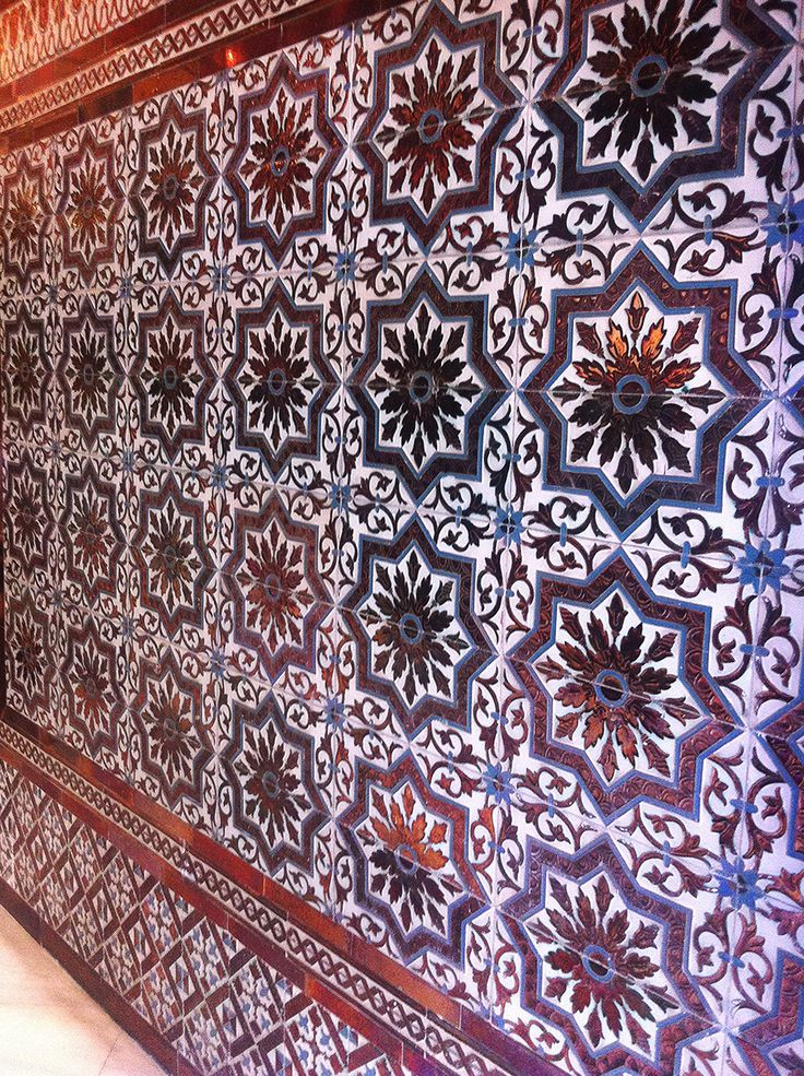 17 best images about azulejos en relieve on pinterest seville moorish and tile - Azulejos antiguos sevilla ...