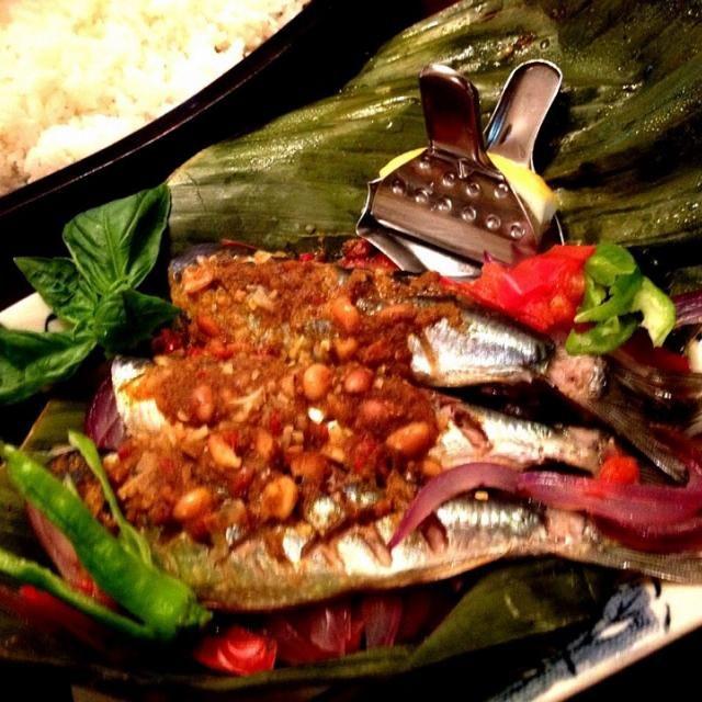 真鰯、脂がのり蒸してもよいお味 カレーとシーズニングソース味ですが青魚と良く合い美味しく出来ました✨ - 117件のもぐもぐ - 鰯のペペス・イカン by ucoparche