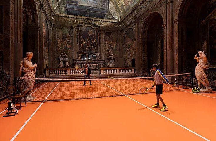Por qué instalar una pista de tenis dentro de una iglesia