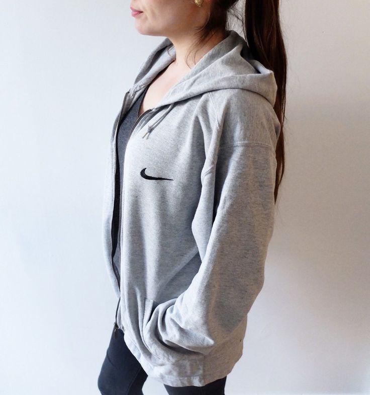 Sweat NIKE gris avec zip Nike ! Taille 38 / 10 / M  à seulement 50.00 €. Par ici : http://www.vinted.fr/mode-femmes/sweat-shirts/32779143-sweat-nike-gris-avec-zip.