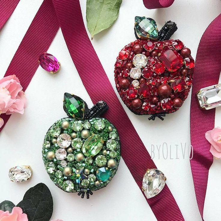 Автор @byolivo 〰〰〰〰〰〰〰〰〰〰〰〰〰〰 По всем вопросам обращайтесь к авторам изделий!!! #ручнаяработа #брошьизбисера #брошьручнойработы #вышивкабисером #мастер #бисер #handmade_prostor #handmadejewelry #brooch #beads #crystal #embroidery #swarovskicrystals #swarovski