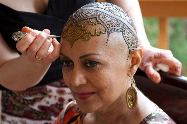 Beautiful Henna Head Tattoos Help Cancer Patients Cope With Hair Loss - DesignTAXI.com