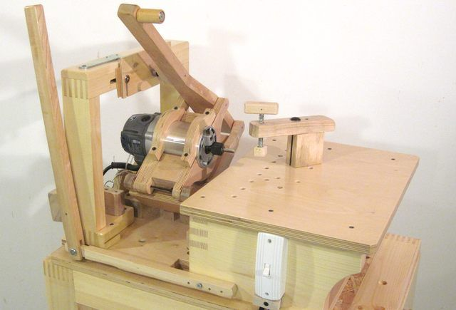 Pantorouter designed and built by Matthias Wandel. His machines are certainly built with curious workmanship!