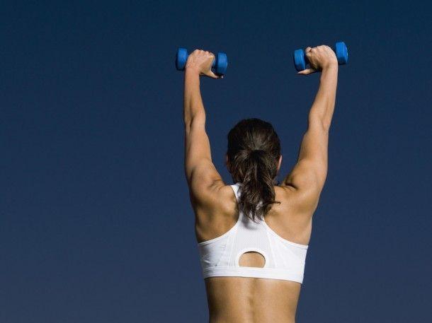 Erősítő gyakorlatok futóknak, válltól nyomás, döntött törzsű evezés, súlyzós edzés