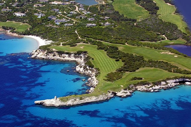 le golf de Sperone, en Corse-du-sud... Crédit-photos: Editions Corse