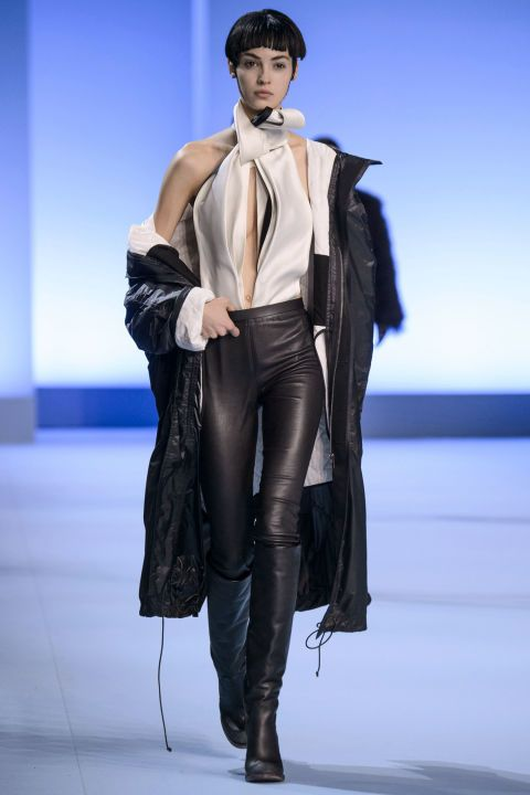 Ackermann was able to show incredible creative range within the limitations of color and motif he gave himself. And this also translated to wearability: leather pants, slim skirts, tunics with a golden linear pattern, puffer coats, an army of jackets.