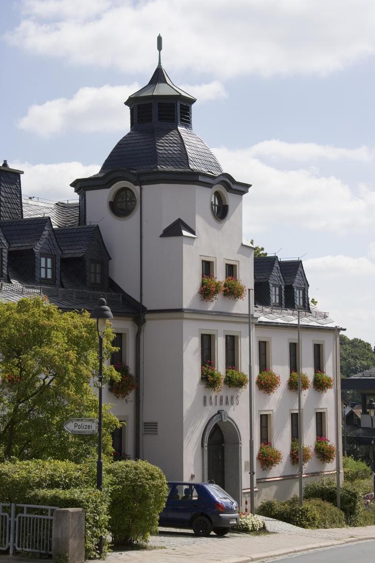 Bad Steben wurde erstmals in einer Urkunde vom 1374 erwähnt, in welcher der Nürnberger Burggraf Friedrich V. zugunsten des Grafen Otto von Orlamünde auf die Lehenschaft der Kirche zu Steben verzichtet. Erste Nachrichten über die Stebener Mineralquellen sind aus der Mitte des 15. Jahrhunderts überliefert.