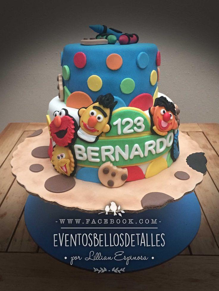 http://www.facebook.com/eventosbellosdetalles   Pastel de plaza sesamo con caras de Beto, Enrique, Elmo, Monstruo Comegalletas y Abelardo . Decorado con fondant .    Sesame street fondant cake.  Cookie Monster, Ernie, Elmo, Big Bird.