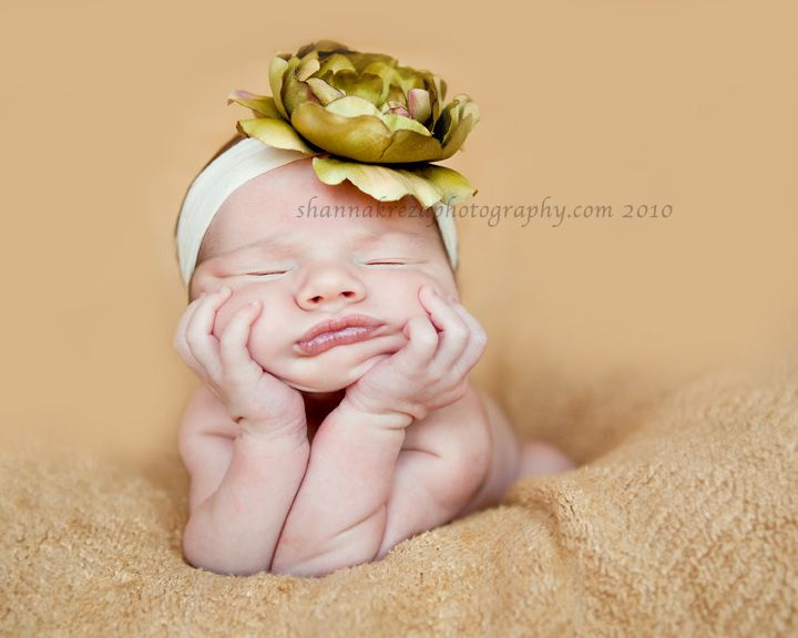 I don't know how that baby is doing that. I think the head band is really cute. I need some bands like that.