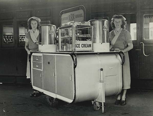 Central Railway Station, Sydney - mobile buffet service  9/04/1948   State Records NSW
