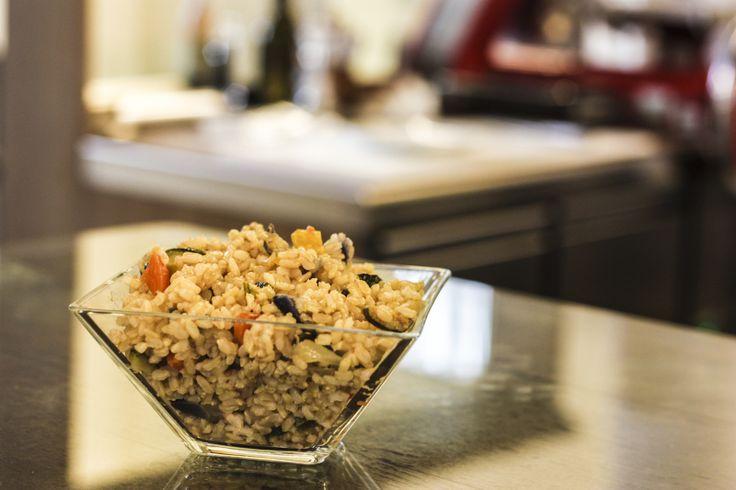 Insalata di riso, orzo, farro e verdure. Da gustare fredda.