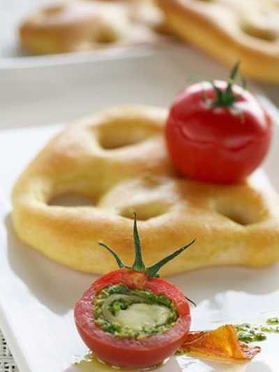 Fougasse et tomate de Marmande farcie à l'Ossau Iraty et pistou de kiwi de l'Adour /Cliquez sur la photo pour lire la recette