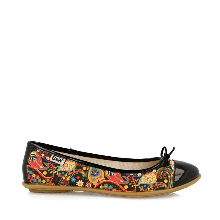Descubre lo último en tendencias de calzado para mujer. Bailarinas y moda joven. Tienda Online de Break&Walk