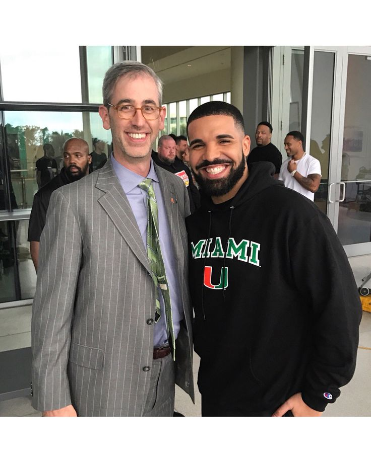 Feb 5: Drake shoots #GodsPlan video at Miami Senior High School  surprises the school with $25K and promises OVO uniforms and a free future concert. He continued shooting at The University of Miami afterwards ❤️