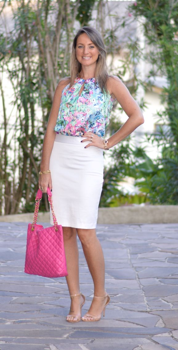 Look do dia - look de trabalho - moda corporativa - moda executiva - work outfit - office outfit - work wear  - look verão - summer - saia lápis branca - pencil skirt - white - blusa estampada - blusa floral - bolsa pink -