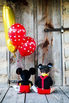 Mickey mouse smash cake photo session