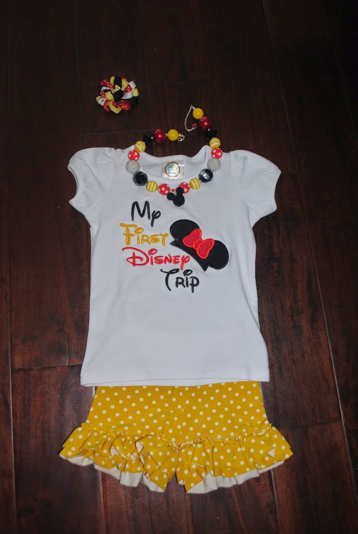 The cutest outfit for your Disney travel day!