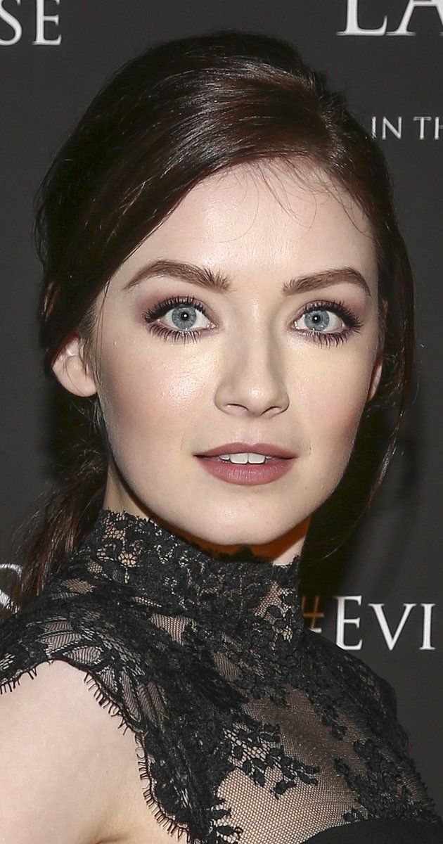 Sarah Bolger photos, including production stills, premiere photos and other event photos, publicity photos, behind-the-scenes, and more.