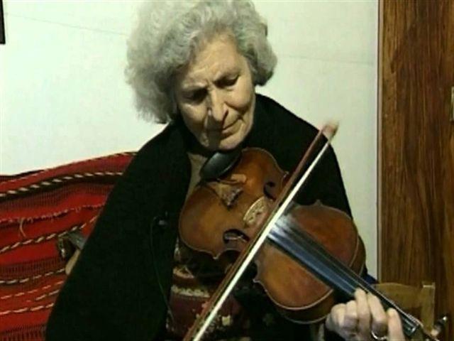 Τιμή στην πρώτη Κρητικιά που «γήτεψε» το βιολί και τη λύρα (pics+vids)