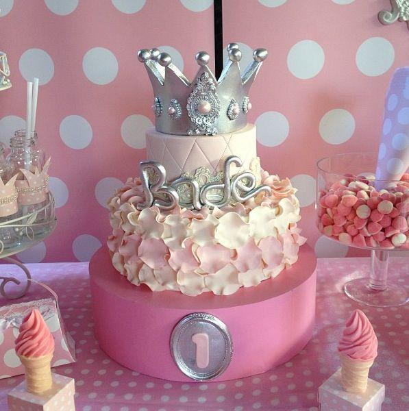 Prenses temali dogum gunu partisi-pastasi-istanbul- by derinpartievi- happy birthday bade-cake-dessert-seker hamuru-butik pastacilik-boutique- cute -party-iyiki dogdun-princess theme