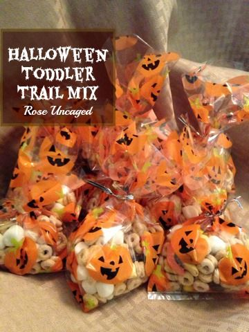 Halloween Toddler Trail Mix {Kids in the Kitchen} customizable, great for a snack, a long car ride or as a special treat in lunches!