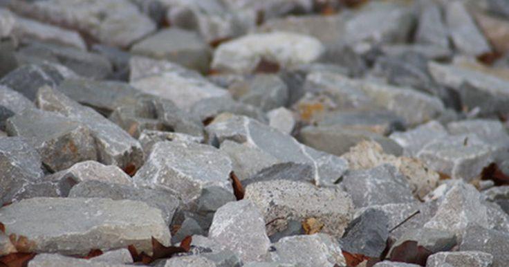 A importância do ciclo das rochas. A Terra e o seu meio ambiente se sustentam através de uma série de ciclos pelos quais diferentes elementos passam de forma contínua. O ciclo das rochas envolve as transformações das rochas conforme elas percorrem as camadas da Terra. Assim como acontece com a a maioria dos ciclos naturais, as rochas cumprem um papel essencial no delicado ...