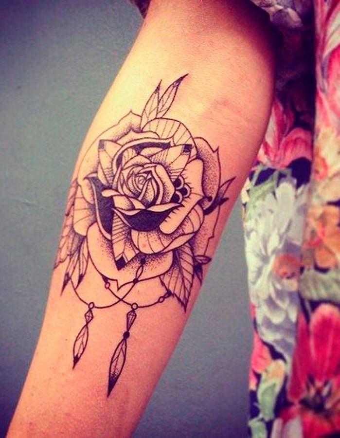 les 25 meilleures id es de la cat gorie tatouage rose epaule sur pinterest tatouage rose sur l. Black Bedroom Furniture Sets. Home Design Ideas