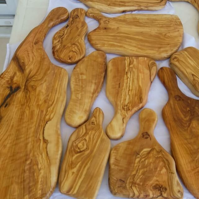 All new serving boards ready to go :) #naturelwood #olivewood #cuttingboard #servingboard #organic #wine #winecheesefriends #cheese #cheeseplate #cheeseplatter #handmade #rarewood #winetasting #sarap #handcarved #woodart #madeinturkey #şarappeynir #5thelementwood