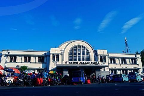 .:: cr8image ::.                     Train Stations (Jatinegara - Jakarta Kota)