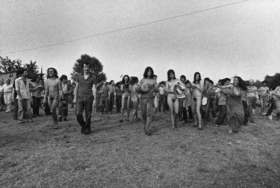 Gabriele Basilico, Festa del proletariato giovanile al Parco Lambro di Milano, 1976, stampa ai sali d'argento (per gentile concessione dello Studio Guenzani, Milano)