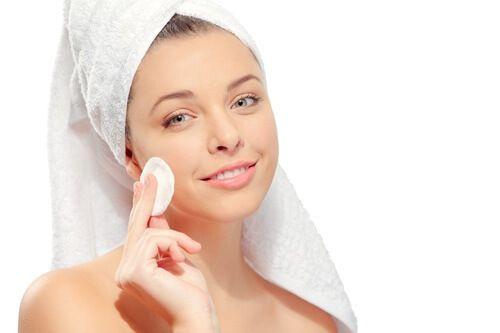 Tonico naturale fatto in casa per attenuare le rughe e migliorare la pelle