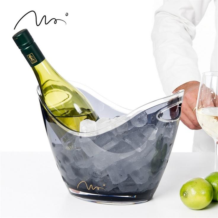 Trond Moi - Serveringsbolle.  Elegant bolle i 100 % akryl. Passer utmerket til alt fra vin og champagnekjøler til frukt og grønnsaker.