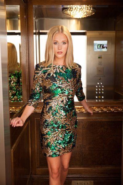 Kolorowa sukienka mini cekinowa na sylwestra