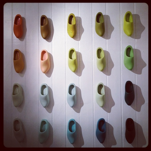Color chart dutch shoes colour makes people happy all for What is a color that makes you happy