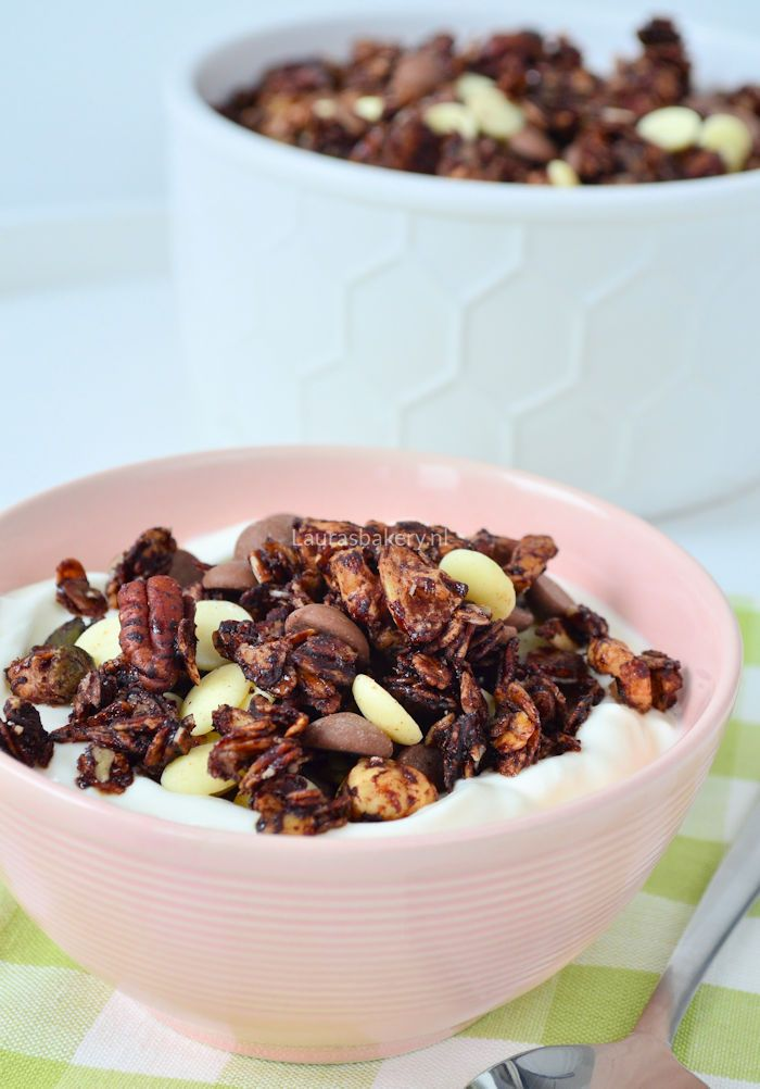 Chocolate granola - chocolade noten granola - Laura's Bakery