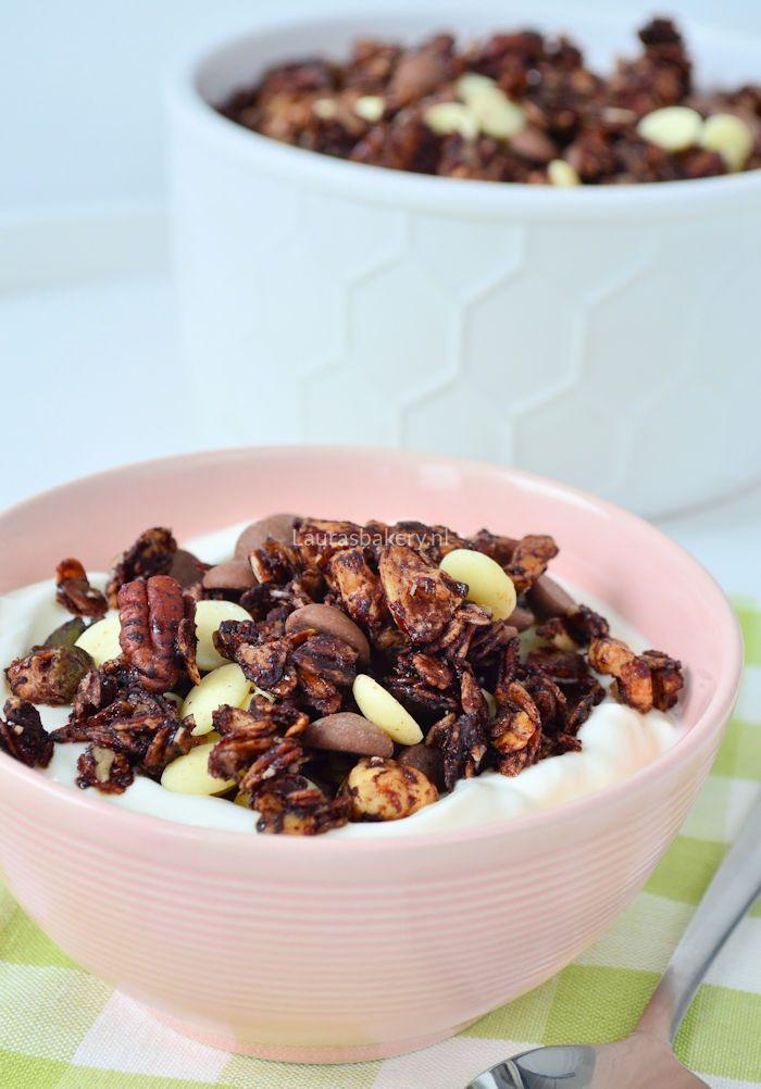 Chocolate granola - chocolade noten granola - Laura's Bakery