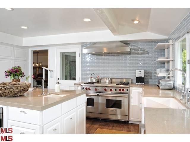 love this kitchen...maybe in black?