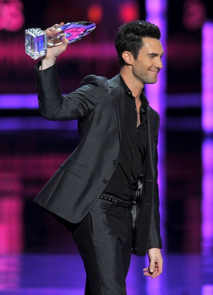Adam Levine <3 Maroon 5 wins People's Choice award for favorite band