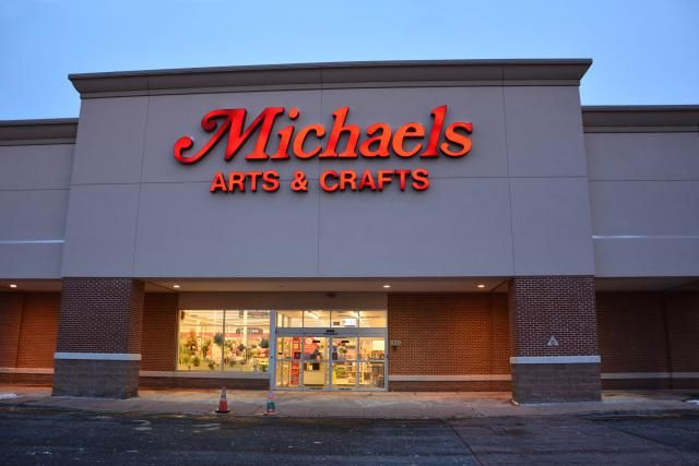 See what free craft projects and demonstrations you can take advantage of at Michaels Craft Stores.