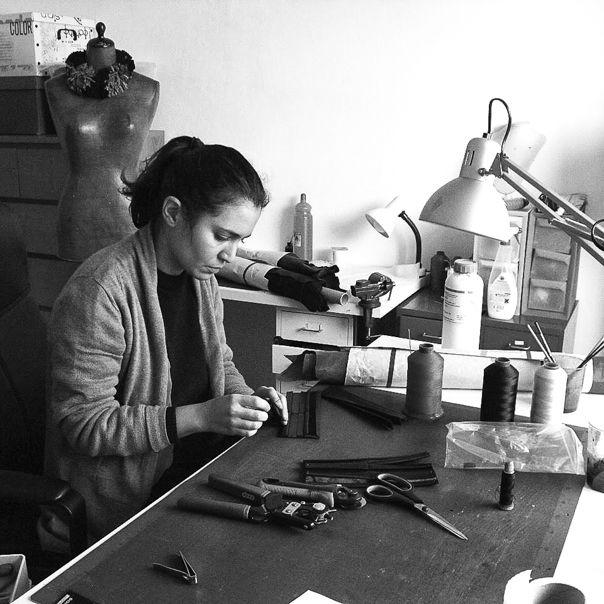 """Ci piace tutto dei #gioielli di Giulia Boccafogli: il taglio preciso e volitivo,  le forme lineari ma avvolgenti, l'accuratezza della lavorazione  e l'attenzione per i pellami morbidi e pregiati ma di recupero. Ci piace il contrasto che esprimono...fra razionalità e passione per il #femminile e quello che raccontano di contemporaneità e estro #creativo. Fra pochi giorni tutta la nostra """"handpicked"""" selezione su http://goo.gl/vWa7Nd"""