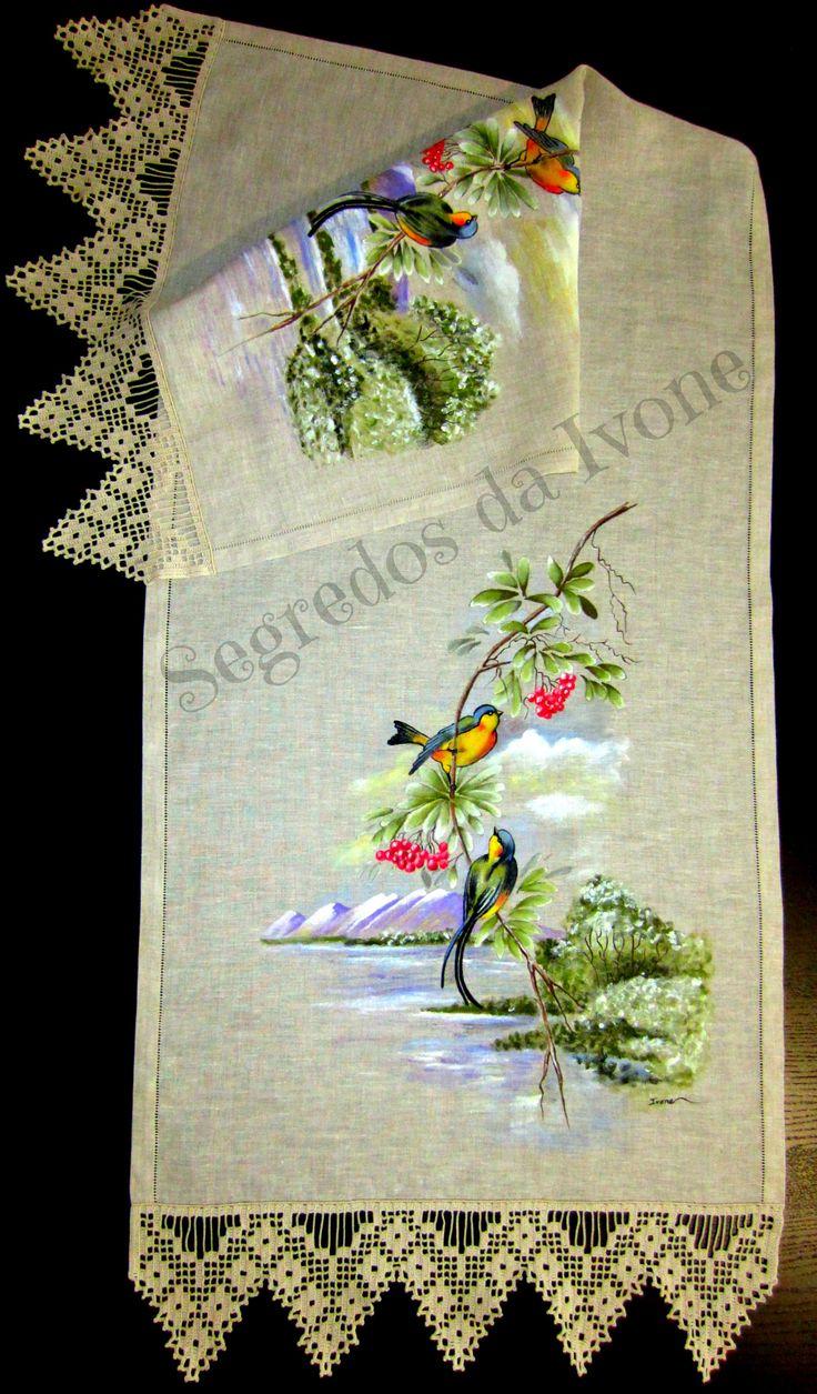 CM38- Pintura e crochet em caminho de mesa