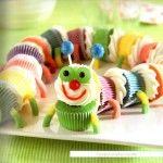 Torta de cupcakes con forma de ciempiés para cumpleaños infantiles